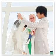 第五步,交換戒指與接受歌聲的美妙祝福,然後是雙方的承諾之吻