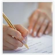 第七步,新郎、新娘及牧師都在結婚證書上簽下名字